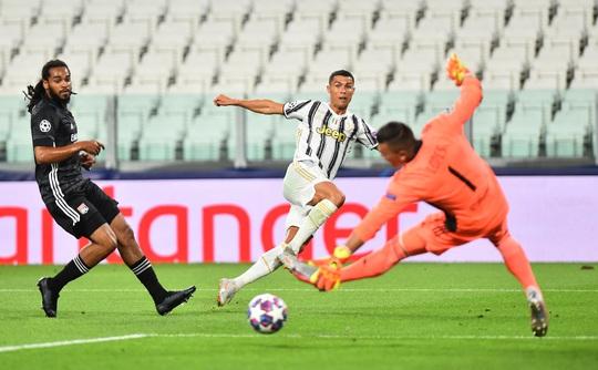 Ronaldo lập cú đúp, Juventus vẫn bị hất văng khỏi Champions League - Ảnh 1.