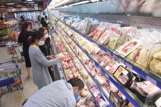 Hệ thống Co.opmart đồng loạt giảm giá thịt, cá, dầu ăn, mì gói - Ảnh 2.