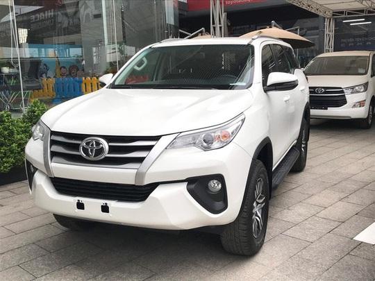Xe Toyota tại Việt Nam hết thời giá cao: Về đúng phân khúc, bỏ lạc kèm bia - Ảnh 1.