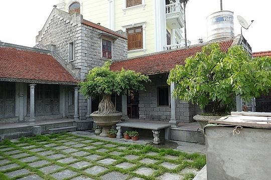 Có gì trong ngôi nhà bằng đá ở Ninh Vân mà nhiều người mê đắm? - Ảnh 1.