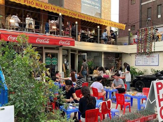 Quán cơm bình dân Việt gây sốt ở Seoul - Ảnh 1.
