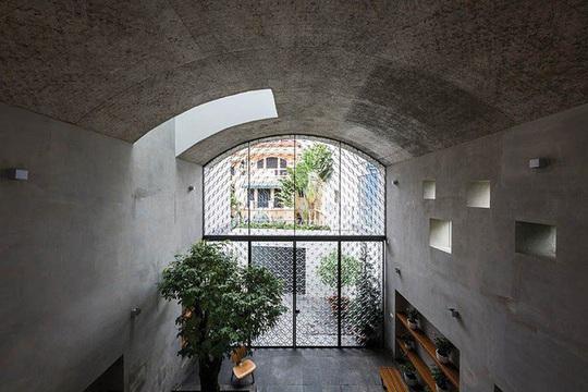 Ngôi nhà như hang động nhờ thiết kế không gian vòm độc đáo - Ảnh 2.
