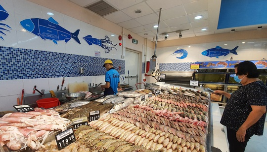 Hệ thống Co.opmart đồng loạt giảm giá thịt, cá, dầu ăn, mì gói - Ảnh 1.
