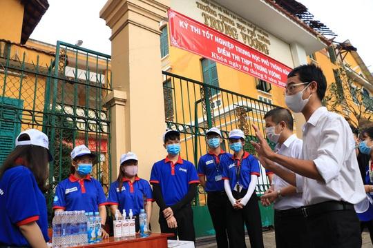 Tiếp sức cho sinh viên tình nguyện Tiếp sức mùa thi - Ảnh 2.