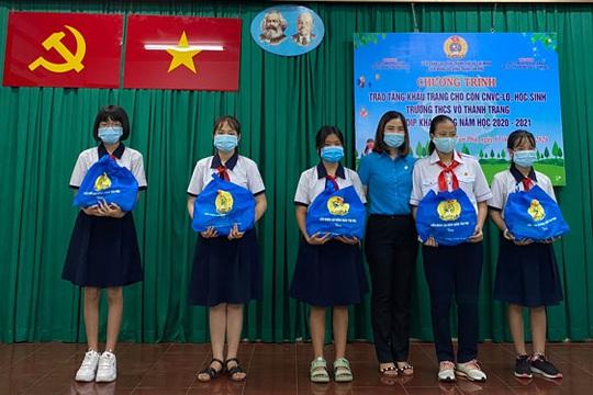 Tặng 18.500 khẩu trang kháng khuẩn cho con CNVC-LĐ - Ảnh 1.