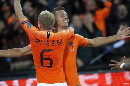 Man United nổ bom tấn Van de Beek, quyết giành siêu trung vệ Upamecano - Ảnh 4.