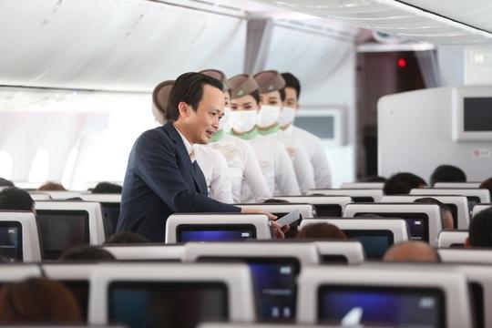 Chủ tịch Bamboo Airways xuất hiện trên khoang tặng quà hành khách trước thềm Quốc khánh 2-9 - Ảnh 3.