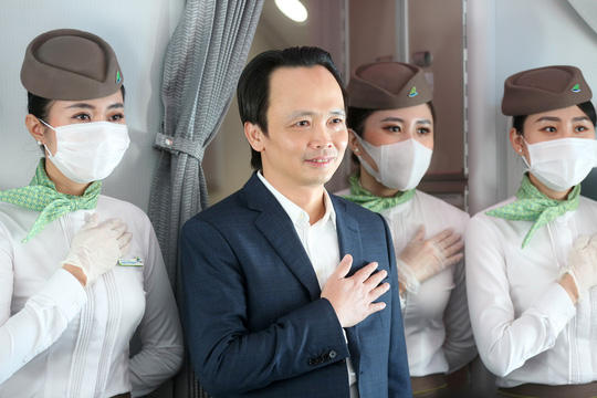 Chủ tịch Bamboo Airways xuất hiện trên khoang tặng quà hành khách trước thềm Quốc khánh 2-9 - Ảnh 8.