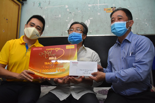 Mai Vàng nhân ái đến thăm nhạc sĩ Phan Thao và nhạc sĩ Kỳ Anh - Ảnh 1.