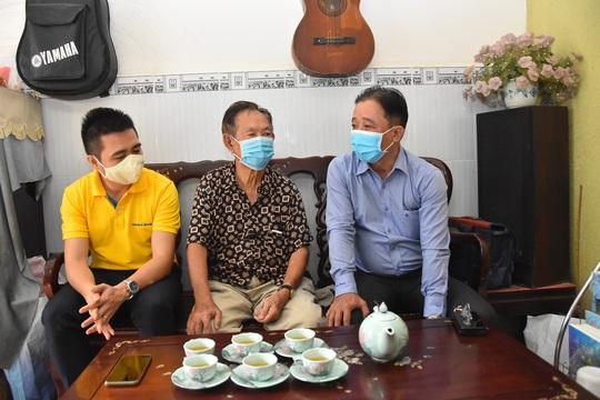 Mai Vàng nhân ái đến thăm nhạc sĩ Phan Thao và nhạc sĩ Kỳ Anh - Ảnh 2.