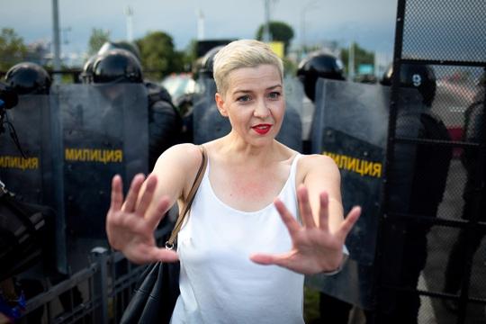 Ukraine cảnh báo Nga, Belarus sau vụ xé hộ chiếu ở biên giới - Ảnh 1.