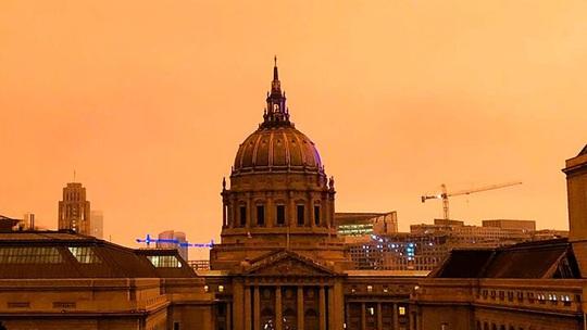 Bầu trời San Francisco biến thành màu cam như sao Hỏa - Ảnh 3.