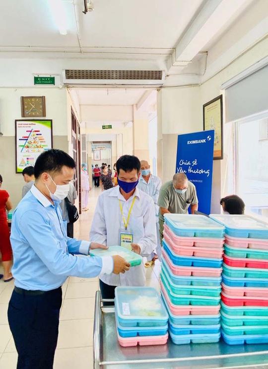 Eximbank hỗ trợ bệnh nhân Viện Huyết học - Truyền máu trung ương - Ảnh 1.