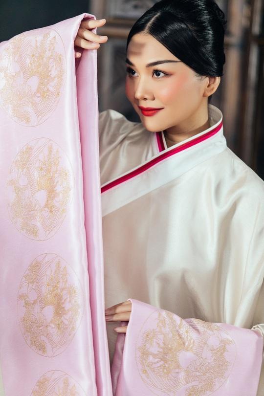 Trang phục Thái hậu Dương Vân Nga giống thời Mãn Thanh, nhà thiết kế nói gì? - Ảnh 5.