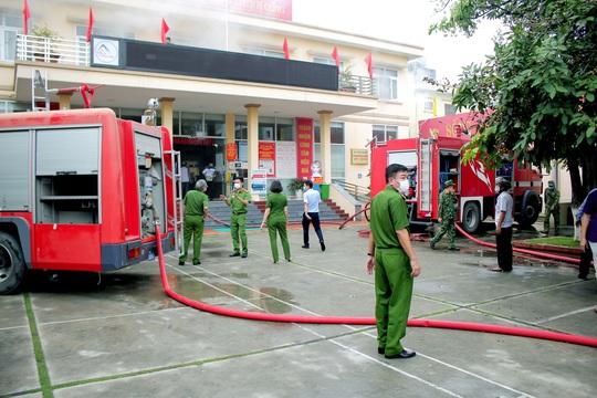 Điều tra vụ hỏa hoạn tại trung tâm hành chính công thị xã Đông Triều - Ảnh 1.