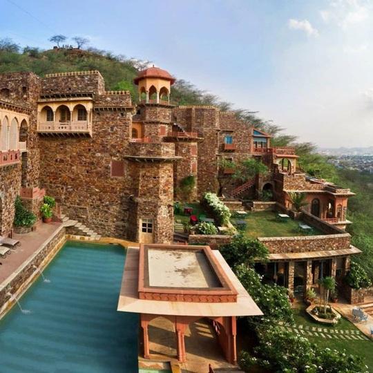 Khách sạn hạng sang được xây dựng từ phế tích cổ - Ảnh 1.
