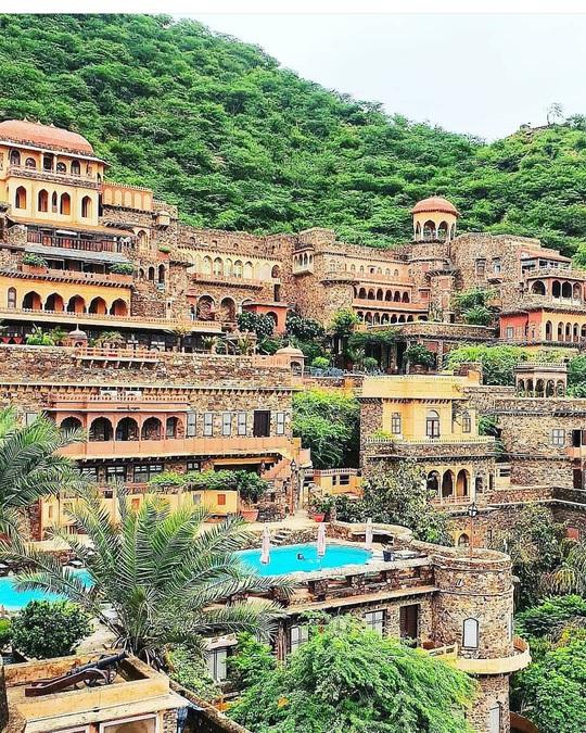 Khách sạn hạng sang được xây dựng từ phế tích cổ - Ảnh 10.