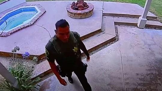 Tới điều tra, cảnh sát Mỹ ăn trộm nhà dân - Ảnh 1.