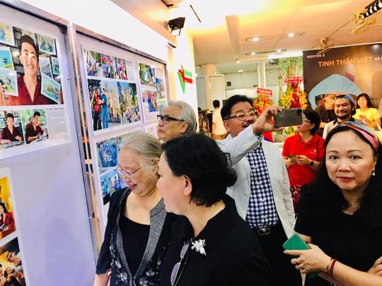 Đầy cảm xúc với triển lãm ảnh về cuộc chiến chống Covid-19 của Nguyễn Á - Ảnh 9.