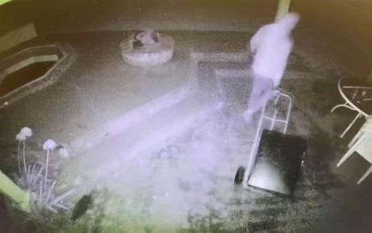 Tới điều tra, cảnh sát Mỹ ăn trộm nhà dân - Ảnh 3.
