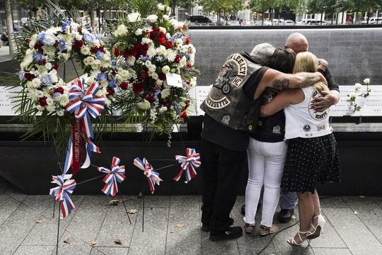 Vụ khủng bố 11-9: Hình ảnh về buổi lễ tưởng niệm khác thường - Ảnh 1.