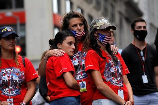Vụ khủng bố 11-9: Hình ảnh về buổi lễ tưởng niệm khác thường - Ảnh 10.