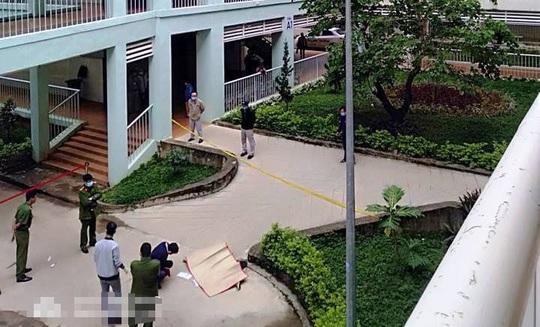 Phát hiện thi thể trong khuôn viên Bệnh viện Đa khoa II Bảo Lộc nghi tự tử - Ảnh 2.