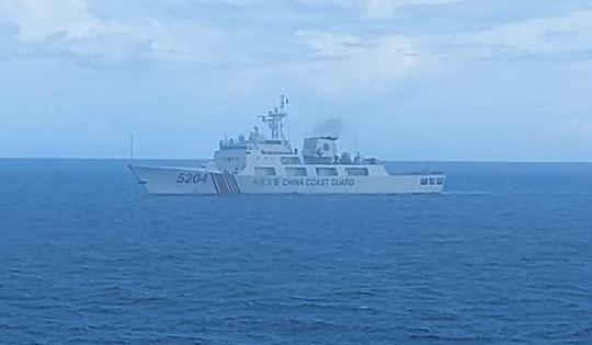 Indonesia đuổi tàu hải cảnh Trung Quốc trên biển Đông - Ảnh 1.