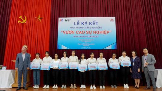 """MM Mega Market Việt Nam tài trợ học bổng """"Vươn cao sự nghiệp"""" - Ảnh 3."""