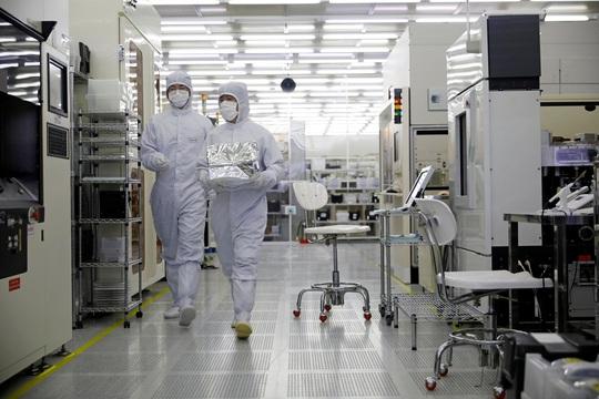 Hàn Quốc chạy đua bảo đảm nguồn cung vắc-xin Covid-19 - Ảnh 1.