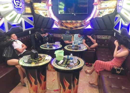 Quảng Nam: Lại phát hiện 10 nam nữ vào quán karaoke chơi ma túy - Ảnh 3.