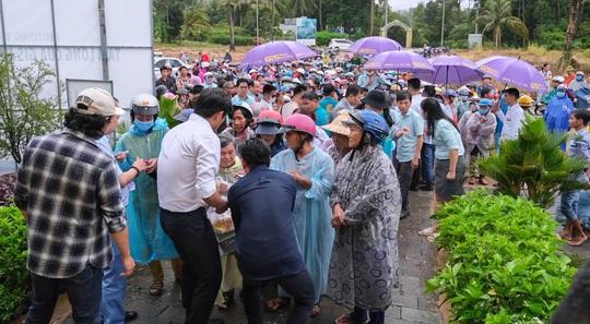 Gần ngàn phần quà hỗ trợ các hoàn cảnh khó khăn tại Phú Quốc - Ảnh 4.