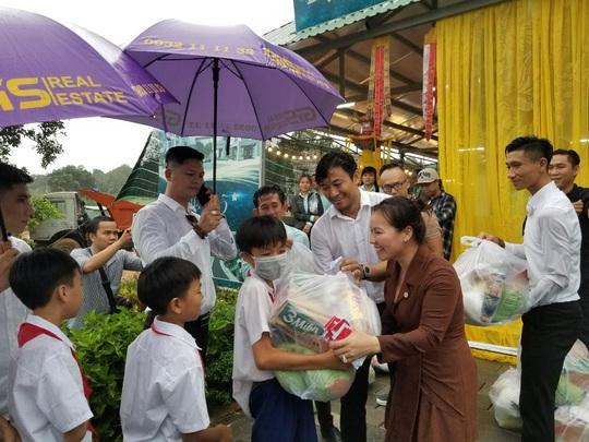 Gần ngàn phần quà hỗ trợ các hoàn cảnh khó khăn tại Phú Quốc - Ảnh 1.