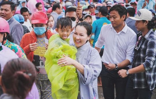 Gần ngàn phần quà hỗ trợ các hoàn cảnh khó khăn tại Phú Quốc - Ảnh 3.