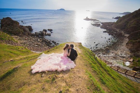 Quy Nhơn lãng mạn và nên thơ qua những shoot hình cưới đẹp như tranh vẽ - Ảnh 1.