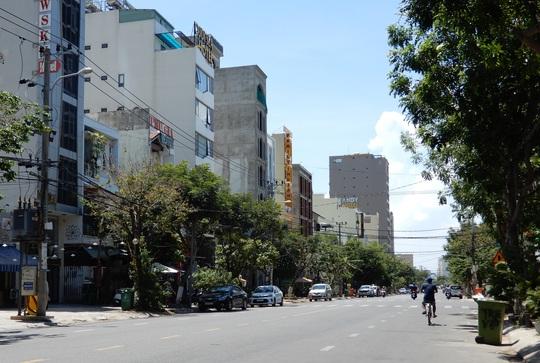 Khách sạn 4 sao ở Đà Nẵng bị ngân hàng rao bán đấu giá gần 80 tỉ đồng - Ảnh 1.