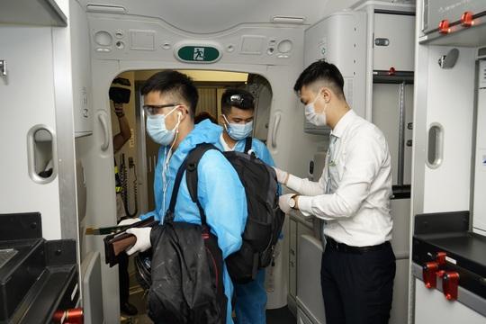 CLip: Chuyến bay thương mại quốc tế thường lệ đầu tiên sau Covid-19 - Ảnh 18.