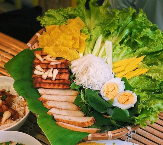 Loạt món ngon miền Trung hút khách ở TP HCM - Ảnh 3.