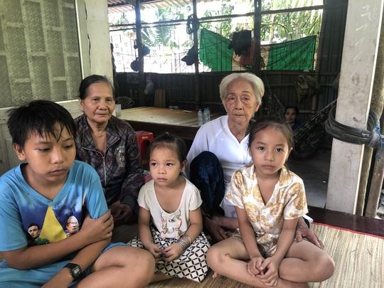 3 đứa trẻ không biết sống sao khi cùng lúc mất cả cha lẫn mẹ vì tai nạn giao thông - Ảnh 1.