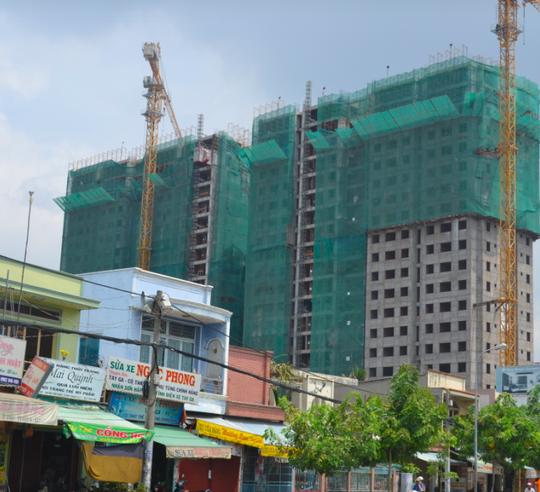Ngân hàng rao bán dự án chung cư hơn 2.300 tỉ đồng ở TP HCM - Ảnh 2.
