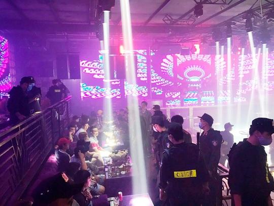 """Phát hiện 102 người đang mở tiệc ma túy"""" trong quán bar ở Tiền Giang - Ảnh 1."""