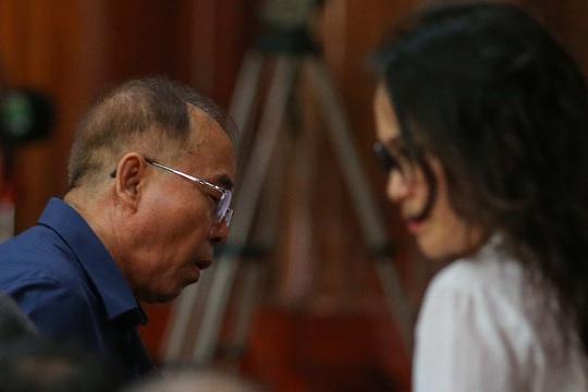 Hình ảnh, tình tiết đáng chú ý ở phiên tòa xét xử ông Nguyễn Thành Tài và bà chủ Hoa Tháng Năm - Ảnh 5.