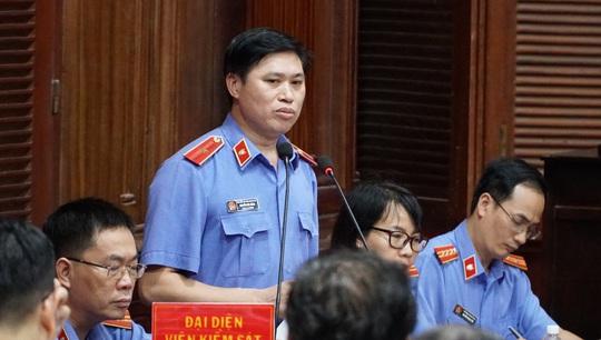 Hình ảnh, tình tiết đáng chú ý ở phiên tòa xét xử ông Nguyễn Thành Tài và bà chủ Hoa Tháng Năm - Ảnh 2.