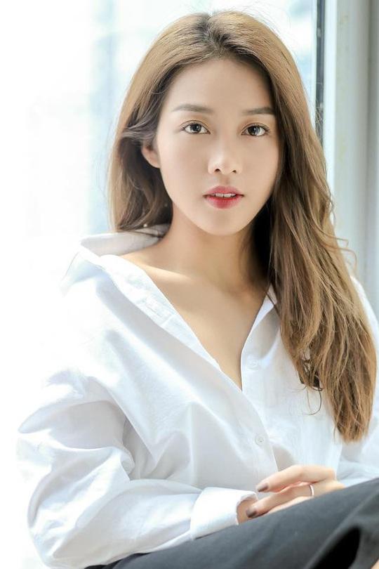 """Nhan sắc 4 mỹ nhân Việt lọt """"100 gương mặt đẹp nhất thế giới"""" - Ảnh 8."""