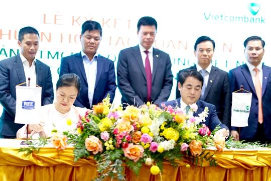 Vietcombank hợp tác toàn diện và tài trợ tín dụng 1.360 tỉ đồng cho REE Corporation - Ảnh 1.