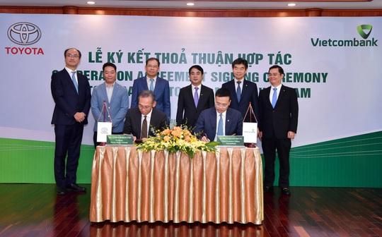 Vietcombank và Toyota Motor Việt Nam hợp tác tài trợ đại lý - Ảnh 1.