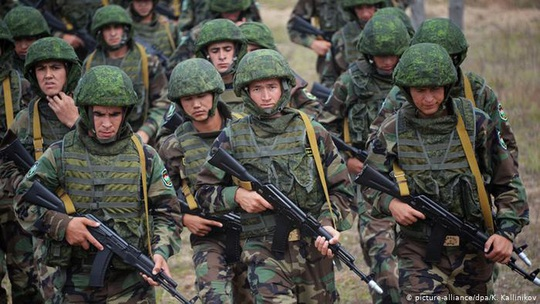 Nga tăng cường binh sĩ đến biên giới Trung Quốc - Ảnh 1.