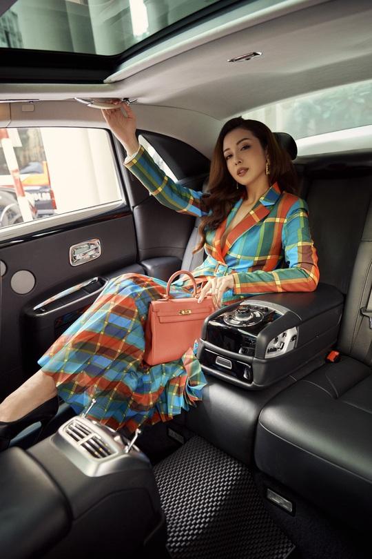 Nhà mode Neva bắt tay Jennifer Phạm tôn vinh phái đẹp - Ảnh 1.
