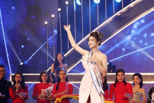 Hotgirl Trần Ngọc Huyền bị tước vương miện Hoa khôi người đẹp du lịch Quảng Bình - Ảnh 1.