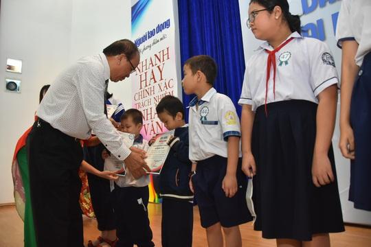 Ấm áp lễ trao học bổng Báo Người Lao Động cho con công nhân - Ảnh 10.